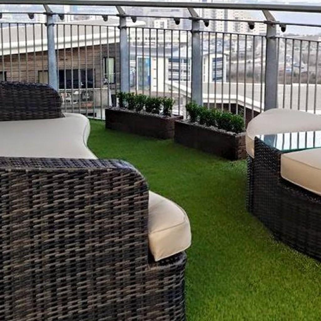 Césped artificial en balcón