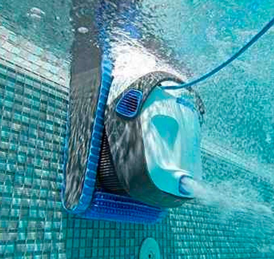 Robot de piscina Dolphin S100 en pared