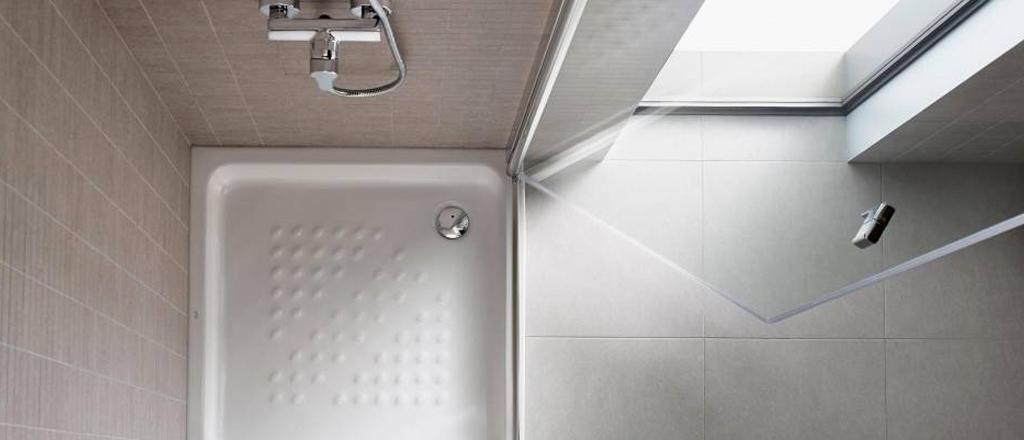Espacio de baño pequeño y sostenible